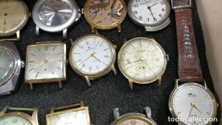 Relojes de pulsera: BOTITO MUEBLE VITRINA DE MADERA DE RAÍZ, MUY COMPACTO. REGALO LOS 45 RELOJES QUE HAY DENTRO - Foto 34 - 159451422