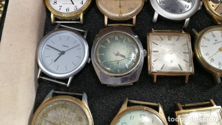 Relojes de pulsera: BOTITO MUEBLE VITRINA DE MADERA DE RAÍZ, MUY COMPACTO. REGALO LOS 45 RELOJES QUE HAY DENTRO - Foto 36 - 159451422