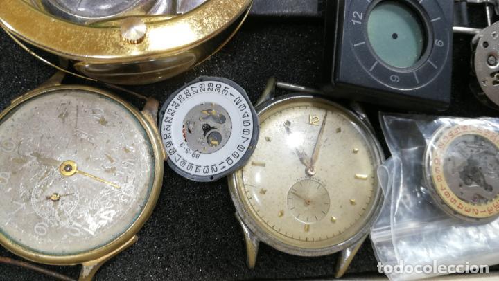Relojes de pulsera: BOTITO MUEBLE VITRINA DE MADERA DE RAÍZ, MUY COMPACTO. REGALO LOS 45 RELOJES QUE HAY DENTRO - Foto 47 - 159451422