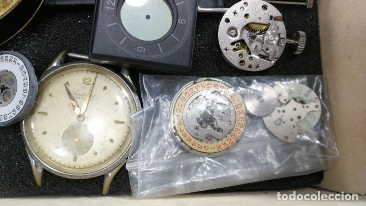 Relojes de pulsera: BOTITO MUEBLE VITRINA DE MADERA DE RAÍZ, MUY COMPACTO. REGALO LOS 45 RELOJES QUE HAY DENTRO - Foto 48 - 159451422