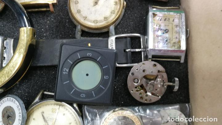 Relojes de pulsera: BOTITO MUEBLE VITRINA DE MADERA DE RAÍZ, MUY COMPACTO. REGALO LOS 45 RELOJES QUE HAY DENTRO - Foto 49 - 159451422