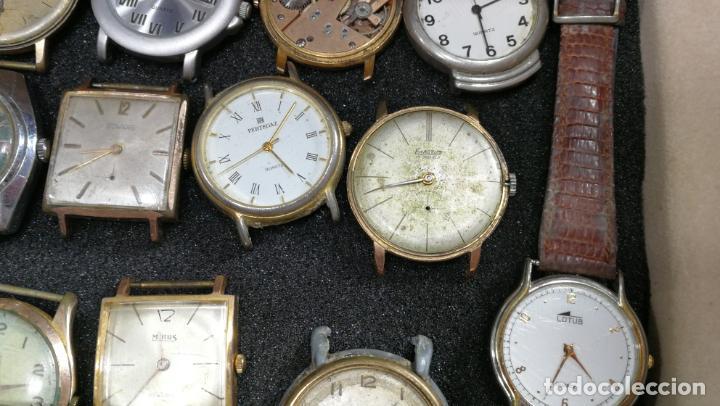 Relojes de pulsera: BOTITO MUEBLE VITRINA DE MADERA DE RAÍZ, MUY COMPACTO. REGALO LOS 45 RELOJES QUE HAY DENTRO - Foto 52 - 159451422