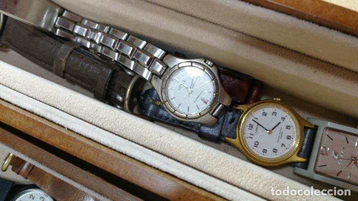 Relojes de pulsera: BOTITO MUEBLE VITRINA DE MADERA DE RAÍZ, MUY COMPACTO. REGALO LOS 45 RELOJES QUE HAY DENTRO - Foto 60 - 159451422
