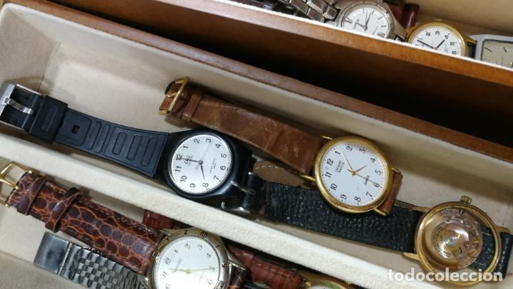 Relojes de pulsera: BOTITO MUEBLE VITRINA DE MADERA DE RAÍZ, MUY COMPACTO. REGALO LOS 45 RELOJES QUE HAY DENTRO - Foto 65 - 159451422