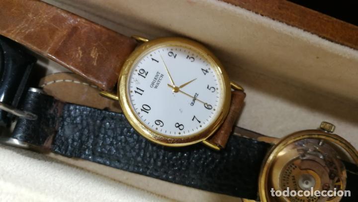 Relojes de pulsera: BOTITO MUEBLE VITRINA DE MADERA DE RAÍZ, MUY COMPACTO. REGALO LOS 45 RELOJES QUE HAY DENTRO - Foto 67 - 159451422