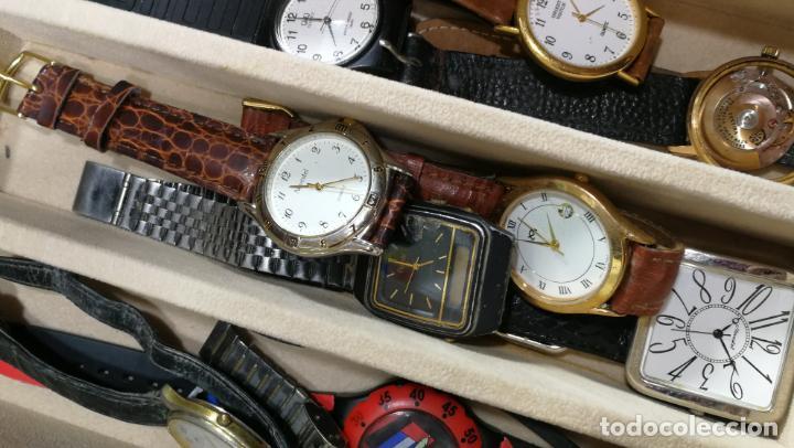 Relojes de pulsera: BOTITO MUEBLE VITRINA DE MADERA DE RAÍZ, MUY COMPACTO. REGALO LOS 45 RELOJES QUE HAY DENTRO - Foto 70 - 159451422