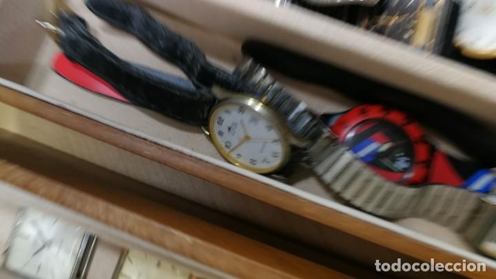 Relojes de pulsera: BOTITO MUEBLE VITRINA DE MADERA DE RAÍZ, MUY COMPACTO. REGALO LOS 45 RELOJES QUE HAY DENTRO - Foto 76 - 159451422