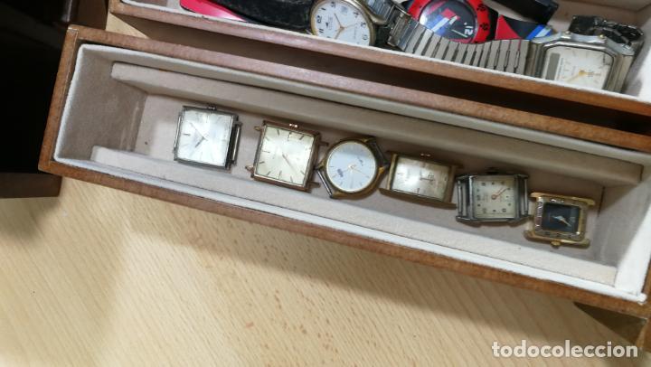 Relojes de pulsera: BOTITO MUEBLE VITRINA DE MADERA DE RAÍZ, MUY COMPACTO. REGALO LOS 45 RELOJES QUE HAY DENTRO - Foto 84 - 159451422