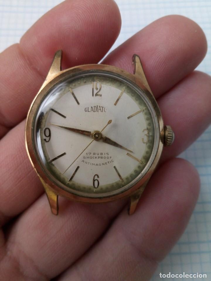 RELOJ ANTIGUO GLADIATOR DE CARGA MANUAL, EJE VOLANTE BIEN PERO NO FUNCIONA, PARA REPARAR (Relojes - Pulsera Carga Manual)
