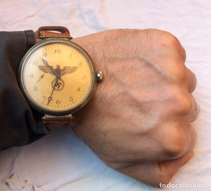 ANTIGUO RELOJ DE CUERDA , ESFERA NAZI DE BRONCE . MUY RARO . (Relojes - Pulsera Carga Manual)