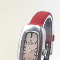 Relojes de pulsera: CURIOSO RELOJ VINTAGE DE SEÑORA MARCA NYON AÑOS 70 DE CARGA MANUAL Y NUEVO. Lote 183943388
