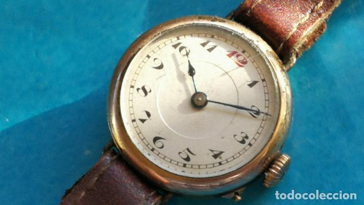 Relojes de pulsera: Botito y rarote reloj de pulsera, funciona pero a veces se para, por tanto para reparar o piezas - Foto 3 - 195048415