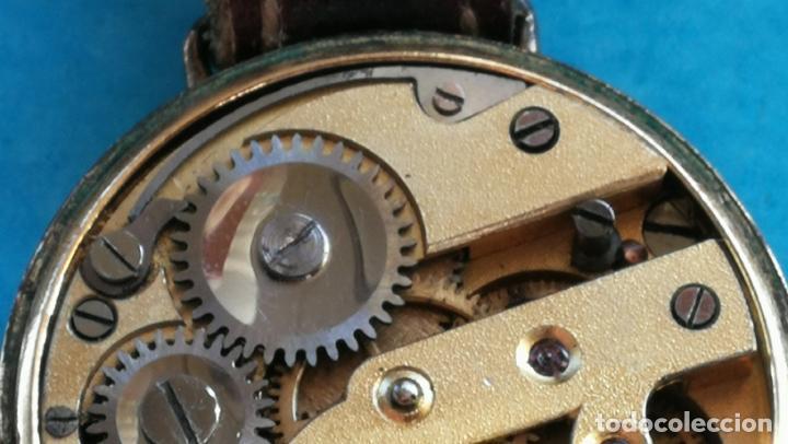 Relojes de pulsera: Botito y rarote reloj de pulsera, funciona pero a veces se para, por tanto para reparar o piezas - Foto 23 - 195048415