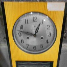 Relojes de pulsera: ANTIGUO RELOJ DE PARED A DOBLE CUERDA SONIDO Y MOVIMIENTO EN FUNCIONAMIENTO Y BUEN ESTADO GENERAL. Lote 205131052