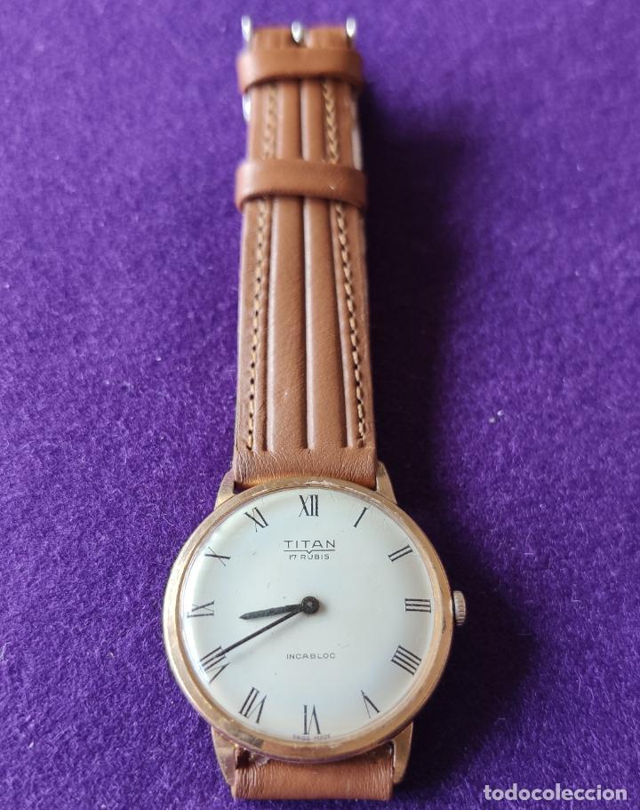 Relojes de pulsera: ANTIGUO RELOJ DE PULSERA TITAN. SWISS. CARGA MANUAL-CUERDA.EN FUNCIONAMIENTO.AÑOS 60.CABALLERO. - Foto 2 - 216576421