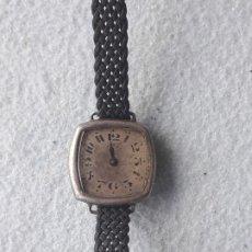 Relojes de pulsera: RELOJ MUY ANTIGUO CON ASAS FIJAS Y CAJA DE PLATA. Lote 223244402