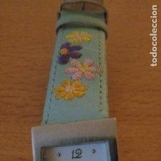 Relojes de pulsera: I - RELOJ P.T - CORREA DE PIEL CON FLORES BORDADAS - STAINLESS STEEL BACK. Lote 236605465