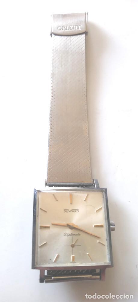 Relojes de pulsera: Duward Diplomatic Reloj Suizo, funciona, caja y correa de acero. Med 28 mm sin contar corona - Foto 2 - 240571245