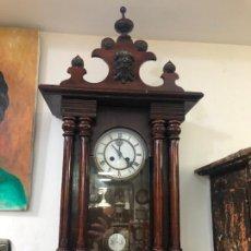 Relojes de pulsera: ANTIGUO RELOJ CARGA MANUAL DE PARED - FUNCIONANDO. Lote 257430195