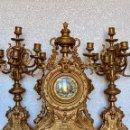 Relojes- Breitling: CONJUNTO DE RELOJ Y CANDELABROS DE BRONCE. Lote 153277770