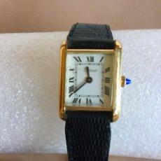 Relojes - Cartier: CARTIER RELOJ DE PULSERA ORO CHAPADO CON 2 CORREAS DE PIEL DE LAGARTO Y CORONA ZAFIRO. Lote 201139020