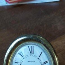 Relojes - Cartier: RELOJ DESPERTADOR CARTIER. OVALADO. DORADO. QUARZO. BUEN ESTADO. FUNCIONA PERFECTAMENTE. Lote 218550856