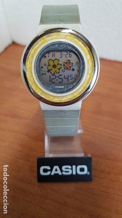 RELOJ (VINTAGE) CASIO DIGITAL DE CUARZO, CAJA DE SILICONA Y ACERO CON MOTIVOS, CORREA DE SILICONA. (Relojes - Relojes Actuales - Casio)