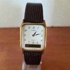 Relojes - Casio: RELOJ CABALLERO CASIO MODELO ANALÓGICO DIGITAL, 306 - AQ - 706, CHAPADO DE ORO, CORREA CUERO MARRÓN. Lote 201108978