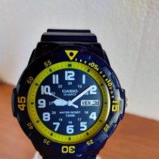 Relojes - Casio: RELOJ CABALLERO ANTIGUO CASIO ANALÓGICO, CAJA Y CORREA SILICONA Y ACERO, DOBLE CALENDARIO LAS TRES.. Lote 213891575
