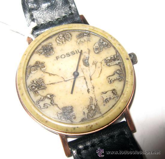 CURIOSO RELOJ FOSSIL CON LOS HOROSCOPOS. (Relojes - Relojes Actuales - Fossil)
