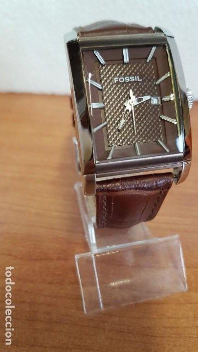 Relojes - Fossil: Reloj caballero FOSSIL de cuarzo en acero con calendario a las tres horas, correa cuero marrón. - Foto 3 - 199207937