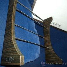 Relojes - Guess: LOTE DE TRES MUESTRARIOS DE GUESS. . Lote 33797742