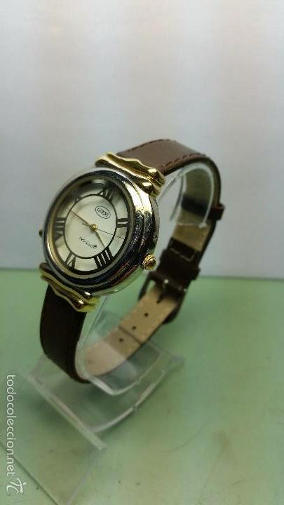Relojes - Guess: Reloj de cuarzo unisex marca Guess indiglo con luz con correa de cuero marrón - Foto 2 - 57140238