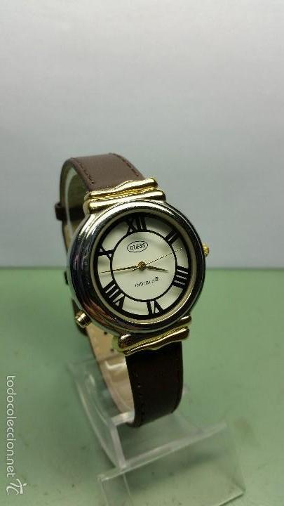 Relojes - Guess: Reloj de cuarzo unisex marca Guess indiglo con luz con correa de cuero marrón - Foto 3 - 57140238