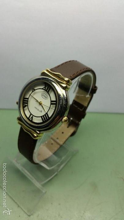 Relojes - Guess: Reloj de cuarzo unisex marca Guess indiglo con luz con correa de cuero marrón - Foto 4 - 57140238