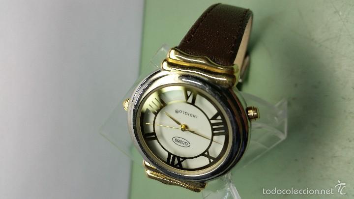Relojes - Guess: Reloj de cuarzo unisex marca Guess indiglo con luz con correa de cuero marrón - Foto 7 - 57140238