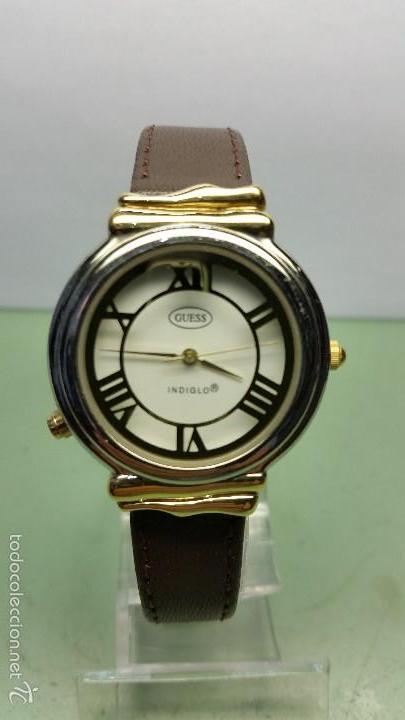 RELOJ DE CUARZO UNISEX MARCA GUESS INDIGLO CON LUZ CON CORREA DE CUERO MARRÓN (Relojes - Relojes Actuales - Guess)