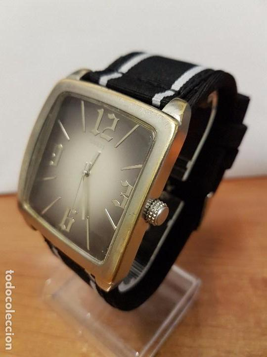 Relojes - Guess: Reloj de caballero Guess de cuarzo con pulsera de tela funcionando perfectamente para su uso diario - Foto 2 - 64825859