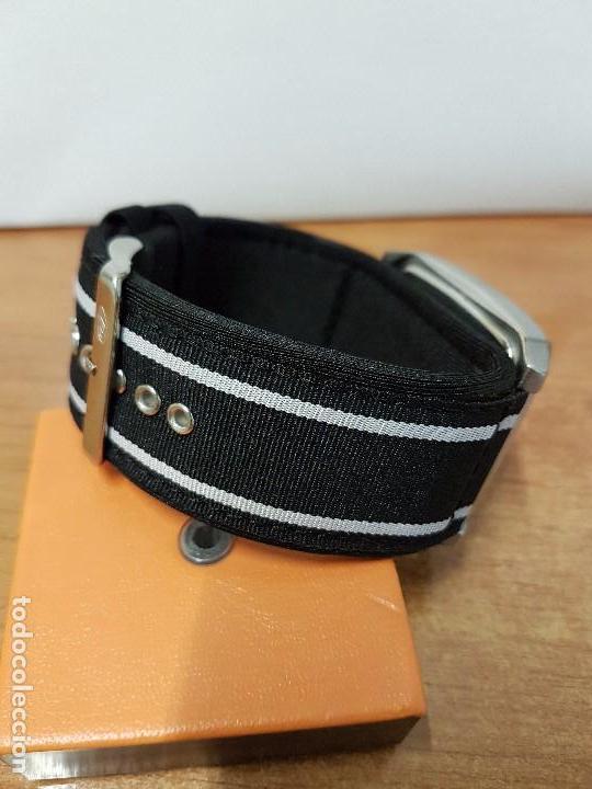 Relojes - Guess: Reloj de caballero Guess de cuarzo con pulsera de tela funcionando perfectamente para su uso diario - Foto 3 - 64825859
