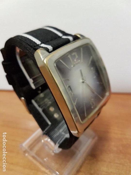 Relojes - Guess: Reloj de caballero Guess de cuarzo con pulsera de tela funcionando perfectamente para su uso diario - Foto 4 - 64825859