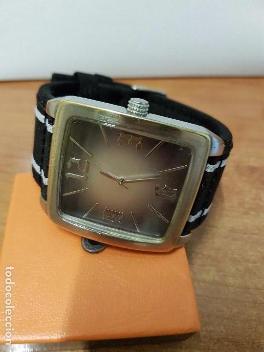 Relojes - Guess: Reloj de caballero Guess de cuarzo con pulsera de tela funcionando perfectamente para su uso diario - Foto 6 - 64825859