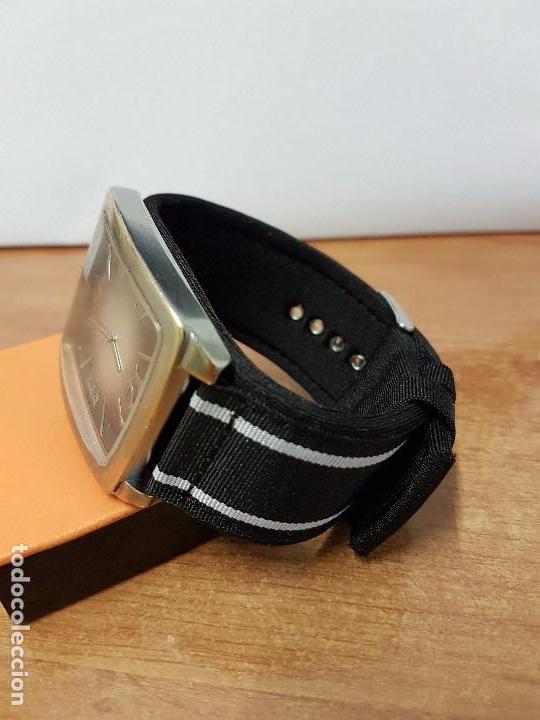 Relojes - Guess: Reloj de caballero Guess de cuarzo con pulsera de tela funcionando perfectamente para su uso diario - Foto 7 - 64825859