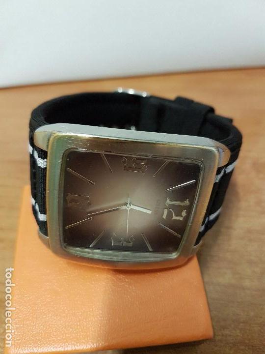 Relojes - Guess: Reloj de caballero Guess de cuarzo con pulsera de tela funcionando perfectamente para su uso diario - Foto 8 - 64825859