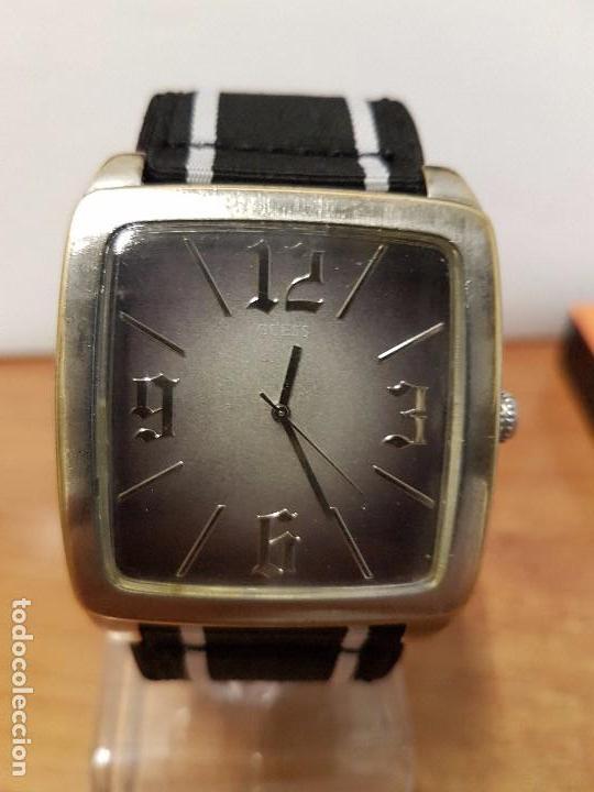Relojes - Guess: Reloj de caballero Guess de cuarzo con pulsera de tela funcionando perfectamente para su uso diario - Foto 9 - 64825859