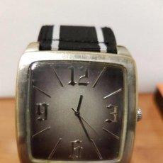 Relojes - Guess: RELOJ DE CABALLERO GUESS DE CUARZO CON PULSERA DE TELA FUNCIONANDO PERFECTAMENTE PARA SU USO DIARIO. Lote 64825859