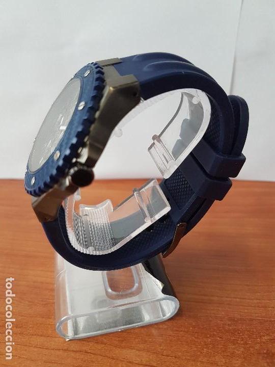 Relojes - Guess: Reloj caballero GUESS cuarzo multifunción corona de rosca, correa de silicona original azul Guess - Foto 6 - 122656447