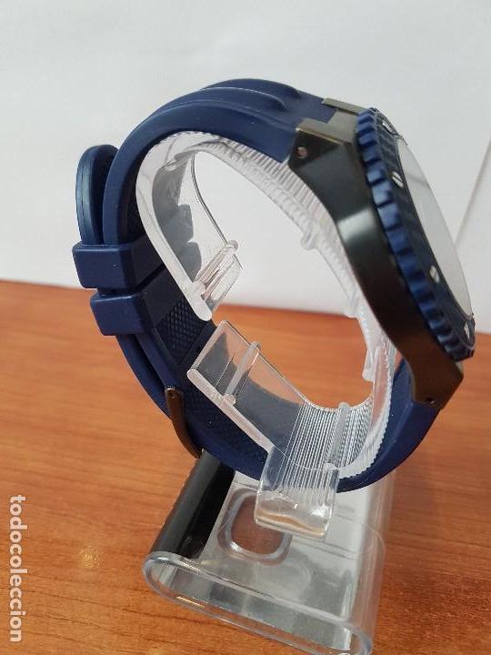 Relojes - Guess: Reloj caballero GUESS cuarzo multifunción corona de rosca, correa de silicona original azul Guess - Foto 8 - 122656447