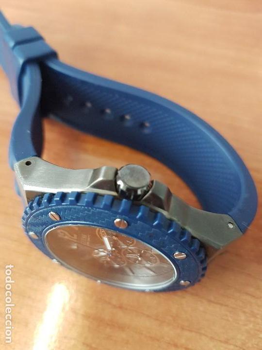 Relojes - Guess: Reloj caballero GUESS cuarzo multifunción corona de rosca, correa de silicona original azul Guess - Foto 14 - 122656447