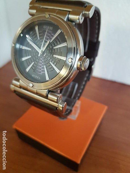 Relojes - Guess: Reloj caballero Guess de acero maquina de cuarzo, corona de rosca, correa de cuero marrón nueva - Foto 2 - 190860391