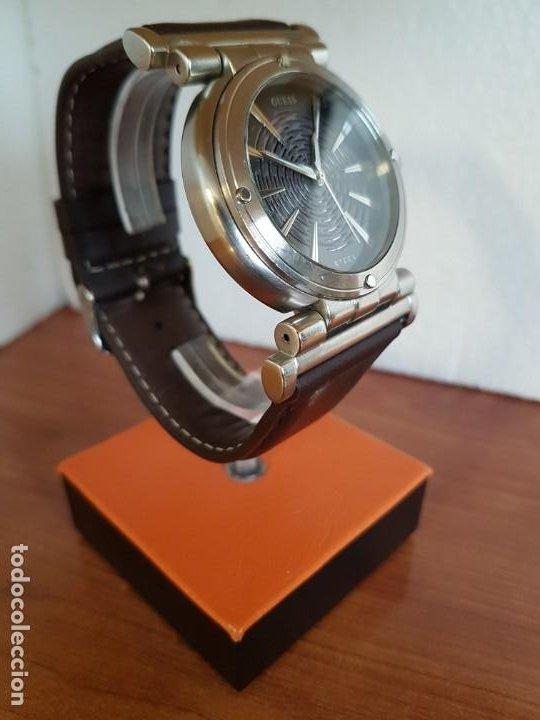 Relojes - Guess: Reloj caballero Guess de acero maquina de cuarzo, corona de rosca, correa de cuero marrón nueva - Foto 3 - 190860391